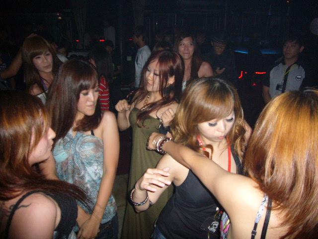 freedom-ocean-night-club-420-sexy-taiwanese-girls-420