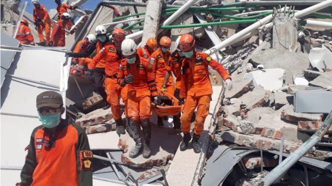 _103633259_antarafoto-evakuasi-korban-gempa-palu-300918-sar-3